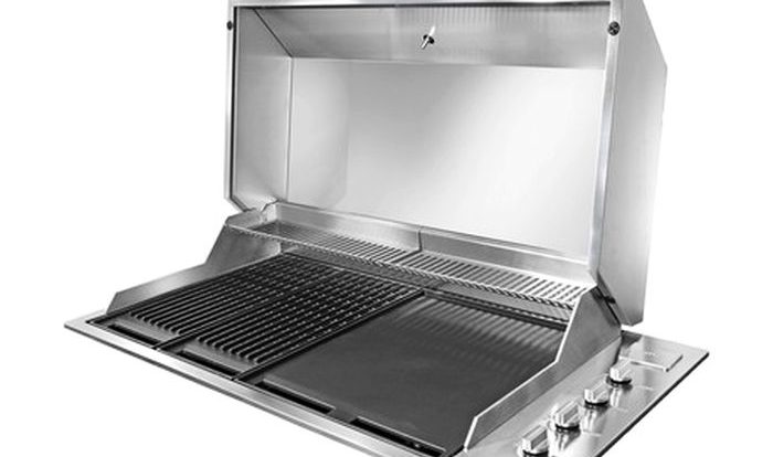 Artusi S Stainless Steel Built In Barbecue Is Perfect For Poolside