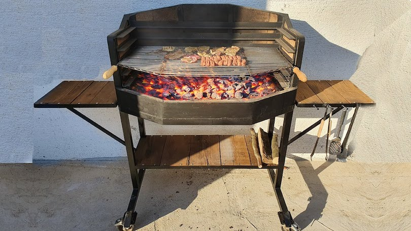 Gas Grill Vs Charcoal Grill_1
